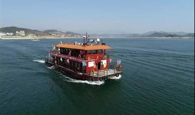 我国首艘纯LNG燃料动力客船在湖南东江湖首航
