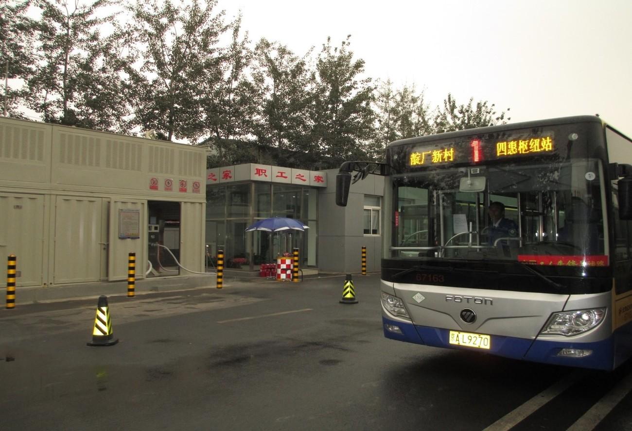 北京1路公交车靛厂LNG加气站